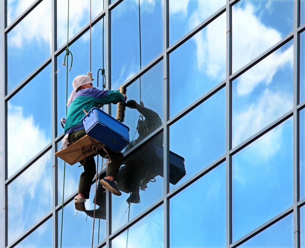 Мойка витрин: как часто проводить