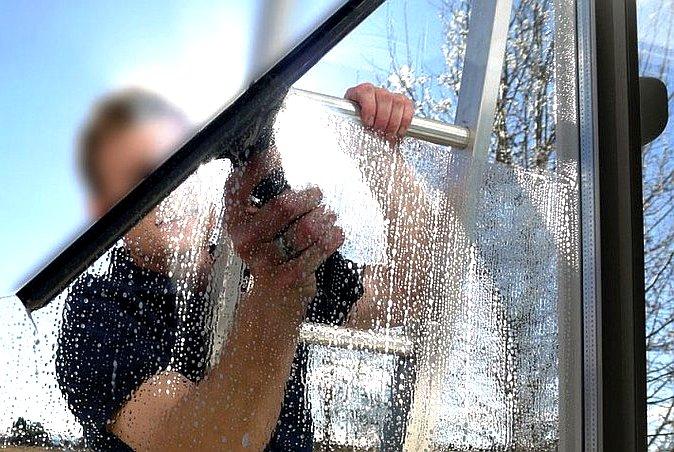 Мытье окон от клининговой компании