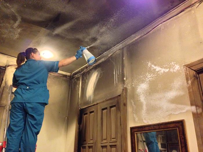 Что включает в себя уборка квартиры после пожара